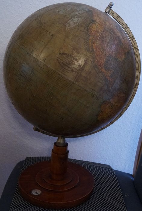 Mang´s Erdglobus Verlag Stuttgart - Ad.Mang´s Geogr. Astron. Verlag - large, splendid antique earth globe ca. 1920 - on a magnificent wooden base with compass