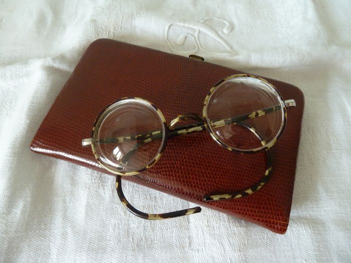 signed cigarette holder and glasses magnifying glasses old objects (2) - metal leather lezard