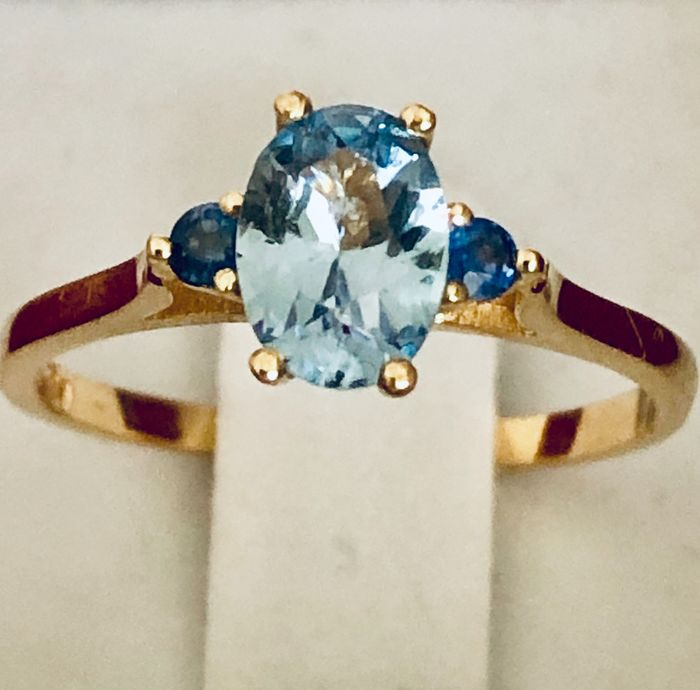 18 kt. Gold - Ring - 0.89 ct Aquamarine - Sapphires