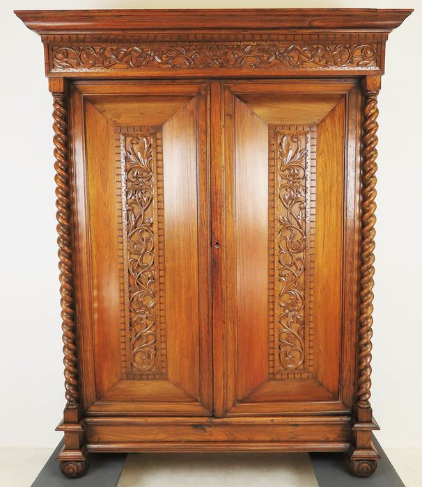 Cushion cupboard with beautifully twisted columns - Baroque style - Teak - Approx. 1900