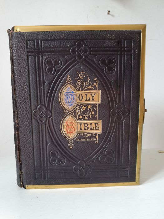 Ancient illustrated English Bible dated 1871 (see photo) - Gothic Style - black leather hardcover and gold lettering - Complete -