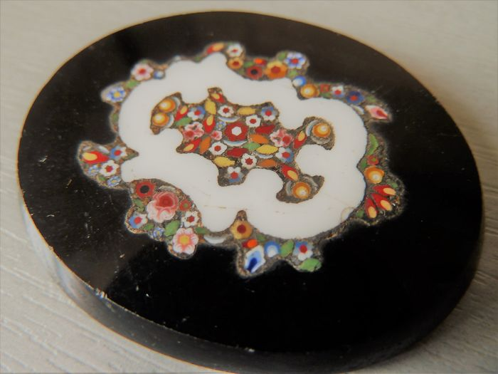 object of curiosity: pietra dura with glass inserts (1) - glass onyx