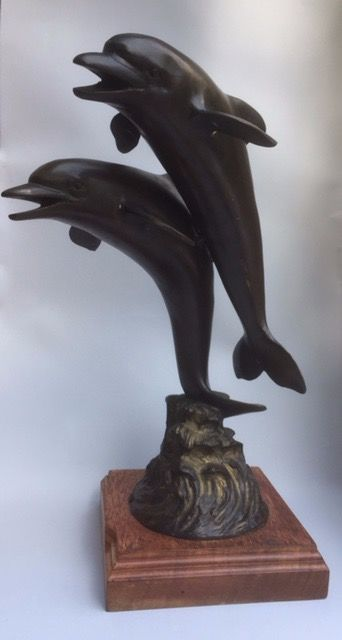 Sculpture of 2 bronze dolphins on wooden plinth (1 ) - Bronze