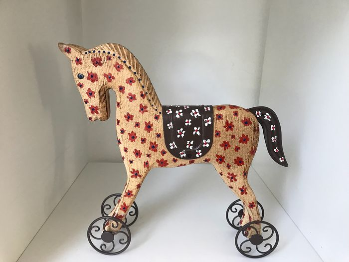 Marianne Bey  - Arti 4  - Horse (1) - Wood on cast iron frame