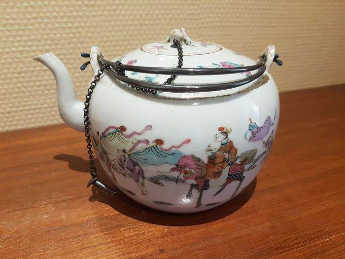Teapot (1) - Porcelain - Festivity scene - China - 19th century