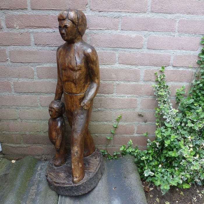 Hand-carved wooden statue from a piece of father and son - Wood- Chestnut