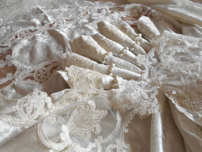Luxurious velvet tablecloth X8 decorated with precious lace - Textiles - 21st century
