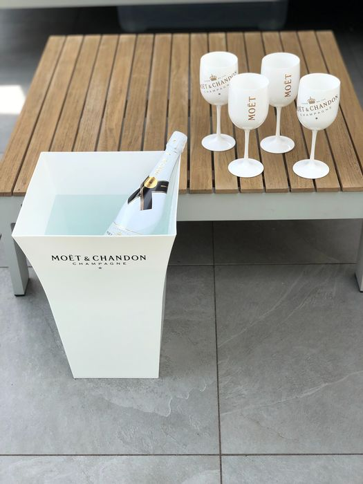 Moët et Chandon set of 4 glasses and 1 very large ice-bucket/ planter - Champán - 5 items