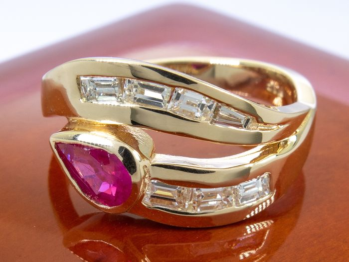 14 kt. Gold - 1.30ct - Diamond & fine ruby modern style ring