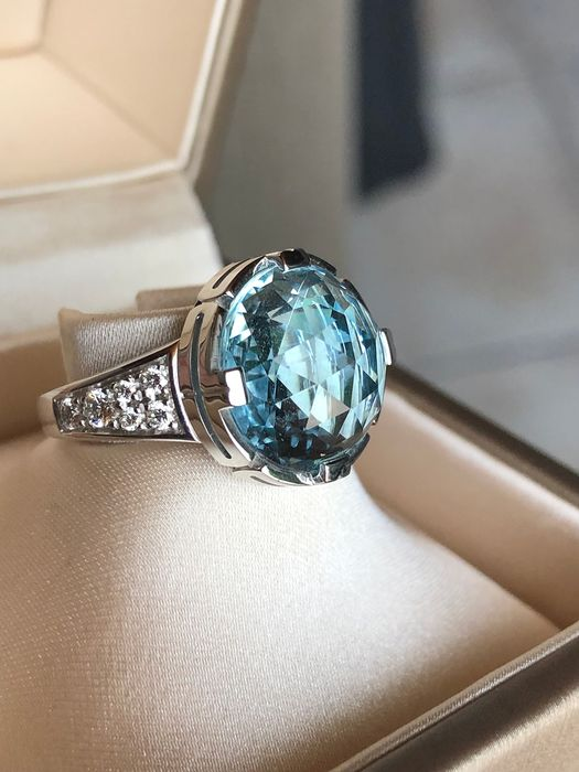 Bvlgari - 18 kt. White gold - Ring - 11.50 ct Topaz - Diamond