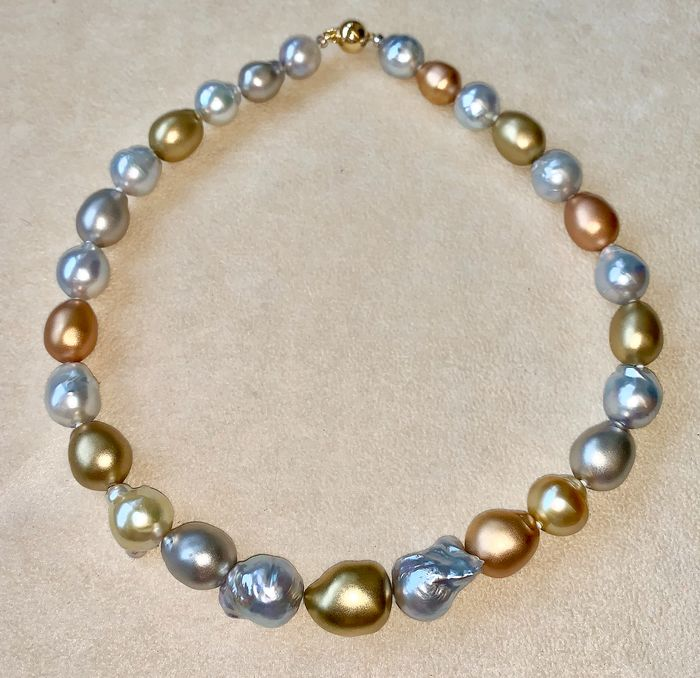18 kt. Golden south sea pearls, Pink gold, Saltwater pearls, South sea pearls, White gold, Yellow gold, Ø 12,8x16,5 mm - total 18k gold beads & clasp 39grm - Necklace