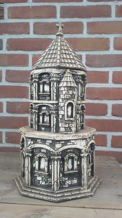 Large stock pot in the shape of a church (1) - Resin/Polyester