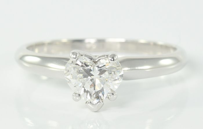 14 kt. White gold - Ring - 0.72 ct Diamond Solitaire - E/F - VS2 - Heart Cut