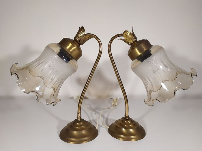 Pair of elegant table lamp in brass and glass - Brass and artistic glass