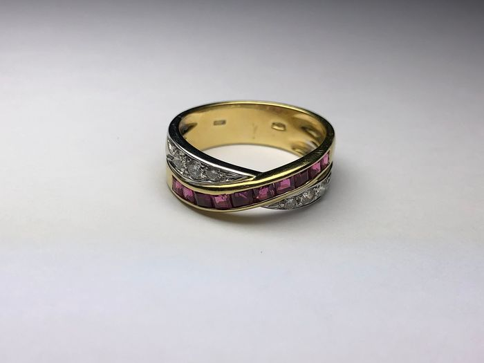 18 kt. White gold, Yellow gold - Ring Ruby - Diamonds