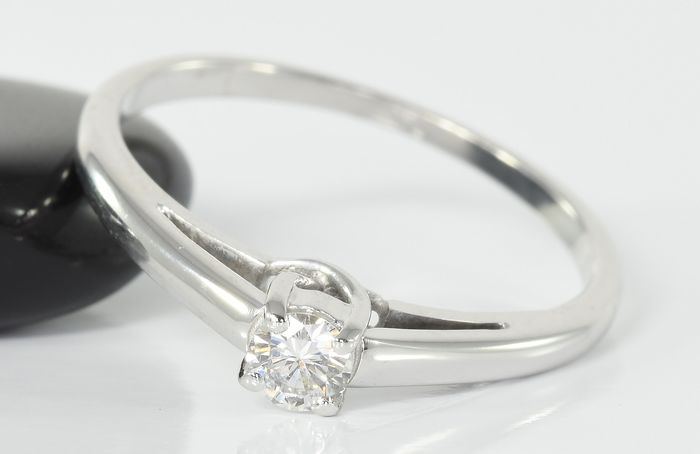18 kt. White gold - Ring - 0.15 ct Diamond Solitaire - No Reserve !