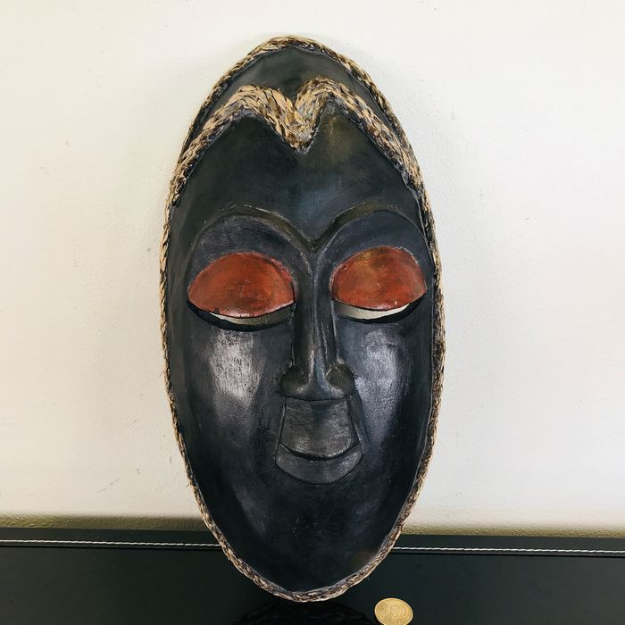 Gorgeous African mask with hemp cord - Wood, Hemp
