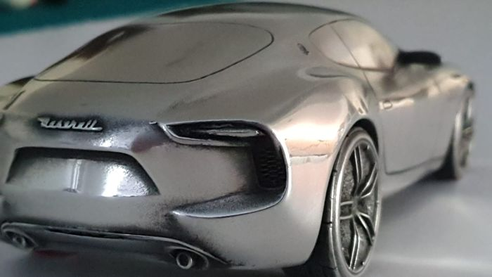 Decorative object - Zilvertinnen 1/18 model van de Maserati Alfieri - 2015