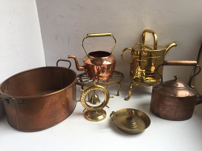 collection of brass and copper items inculde brass watering can , trivets and  brass bell . (8) - brass and copper