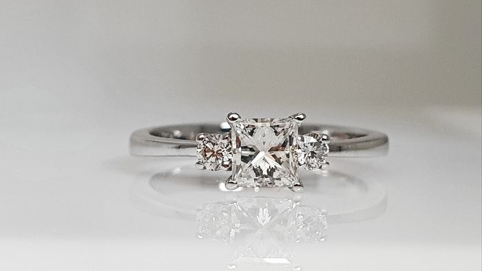 18 kt. White gold - Ring - Clarity enhanced 0.64 ct Diamond