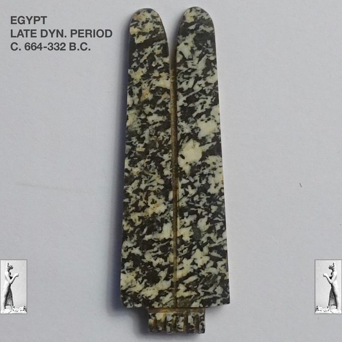 Ancient Egyptian Diorite - Double feathers amulet - 4.4 cm.