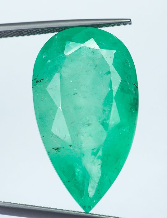 No Reserve Green Emerald - 25.22 ct
