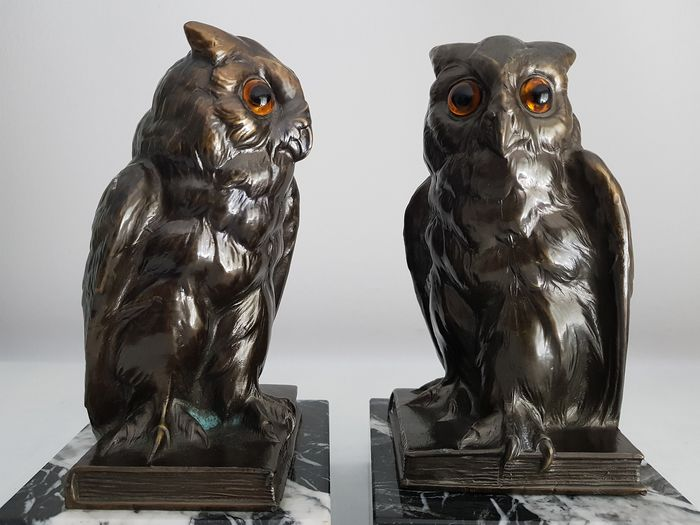 Two sculptures of owls-bookends
