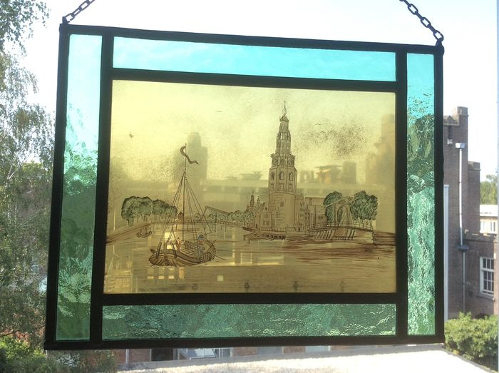 """Signed with initial SGE - Hand-stained window hanger """"The cityscape"""" - city tower and a flat-bottomed boat - Stained glass"""