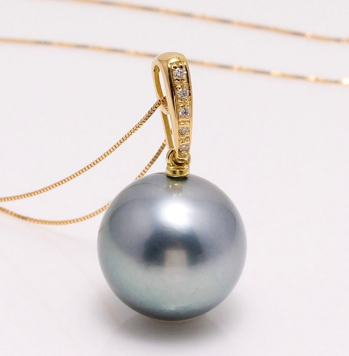 NO RESERVE PRICE - 18 kt. Yellow Gold - 12x13mm Round Tahitian Pearl - Necklace with pendant - 0.04 ct