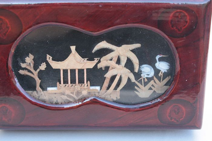 Rosewood lacquer box with a hand carved image - Wood - Asia - Early 19th century