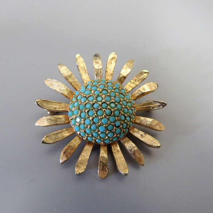 Les Bernard Gold-plated - Brooch with turquoise blue crystals