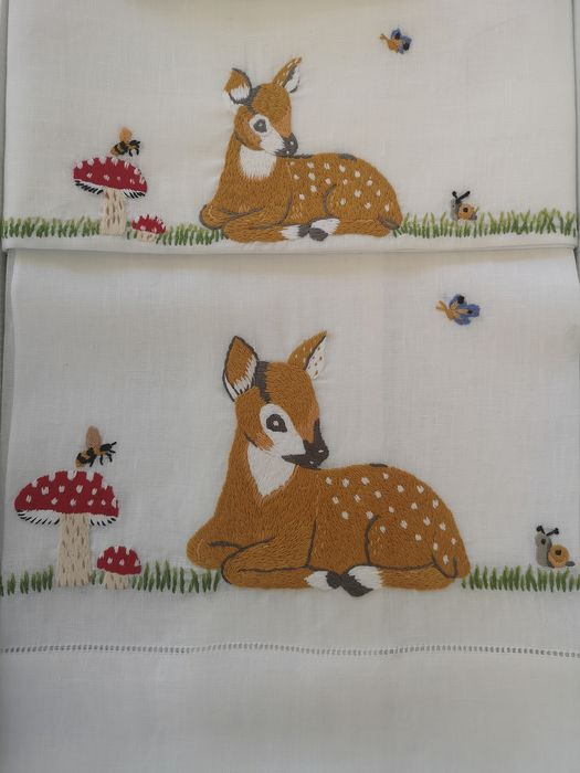 Spectacular 1 + 1 hand towels in 100% pure linen with Bambi embroidery in Solid Point - Linen - AFTER 2000