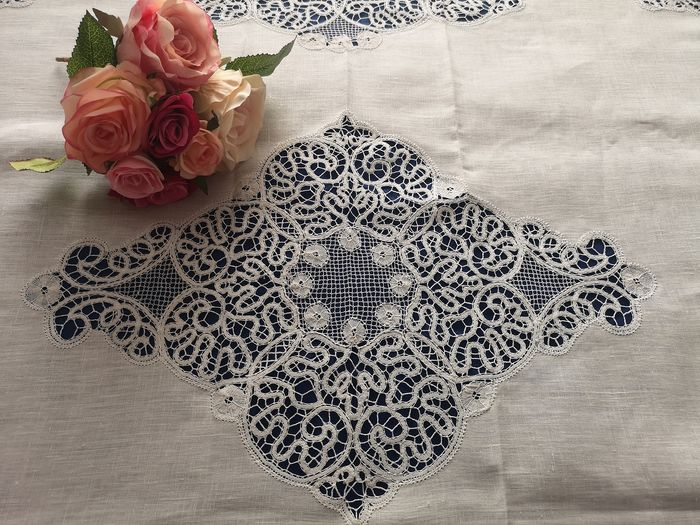 Rich tablecloth (without napkins) in 100% pure linen with Cantu 'embroidery by hand - Linen