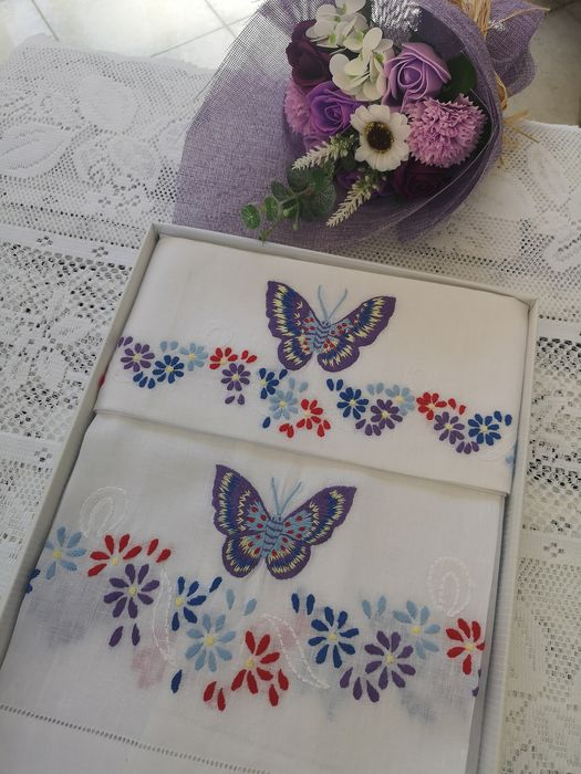 Spectacular 1 + 1 hand towels in 100% pure linen with Farfalle embroidery - Linen - AFTER 2000