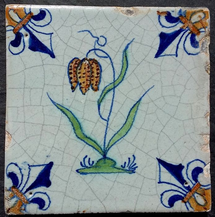 Rare antique tile with lapwing flower. - Earthenware