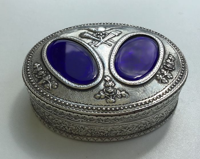 Large Snuff/Trinket Box  - .800 silver - France - late 19th/early 20th century