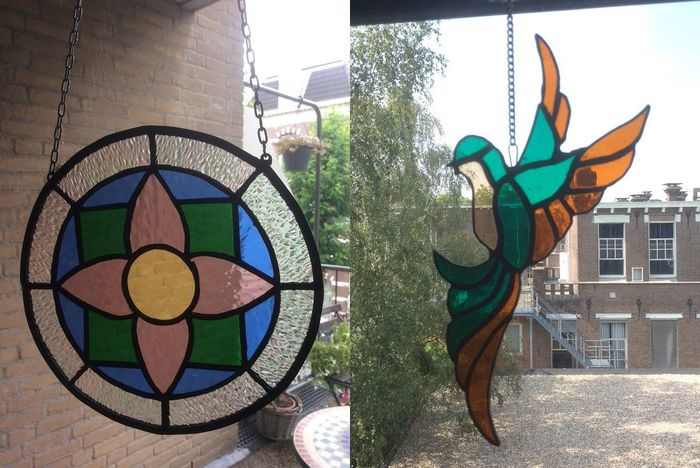 Two window hanger with flower decor and in the shape of a bird (2) - Stained glass