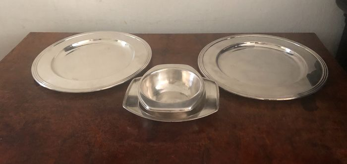 2 presentation plates  - Silver plated - Italy - Late 20th century