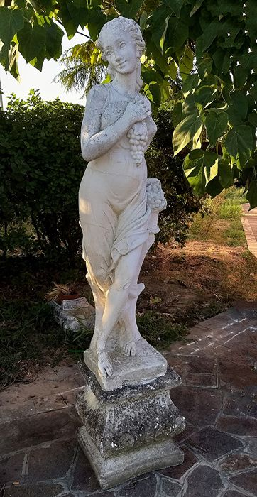 Statue: Venus with bunch of grapes (1) - Crumb - First half 20th century