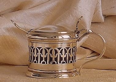 Barker Brothers / EP &Co. - Pierced George V mustard pot with spoon - .925 silver