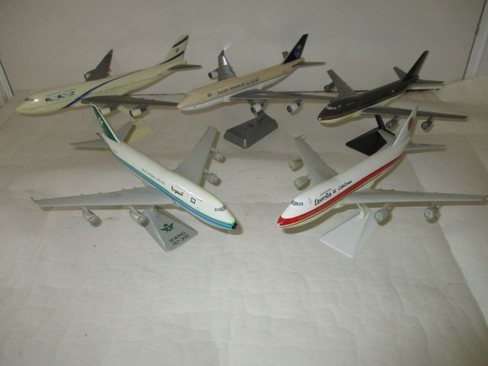 Boeing 747 - Middle East - Set of five scale aircraft models Scale models - various designs - Plastic