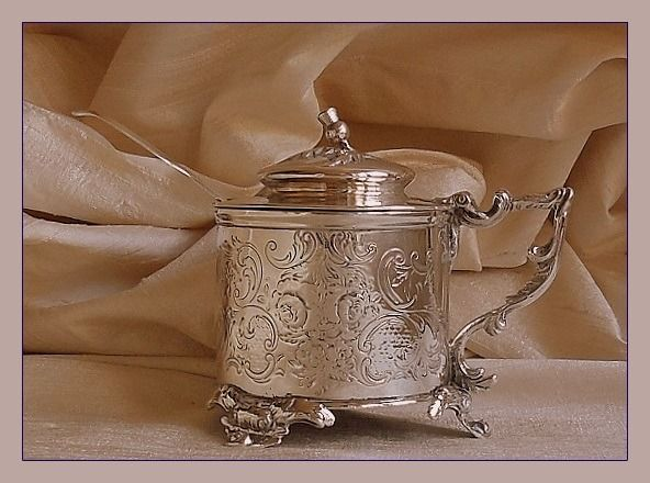 Large Victorian mustard pot with spoon - 1842 / 1834