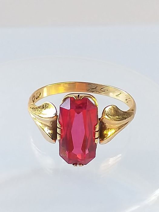 H. Laesvirta  - 14 quilates Oro amarillo - Anillo Synthetic Ruby