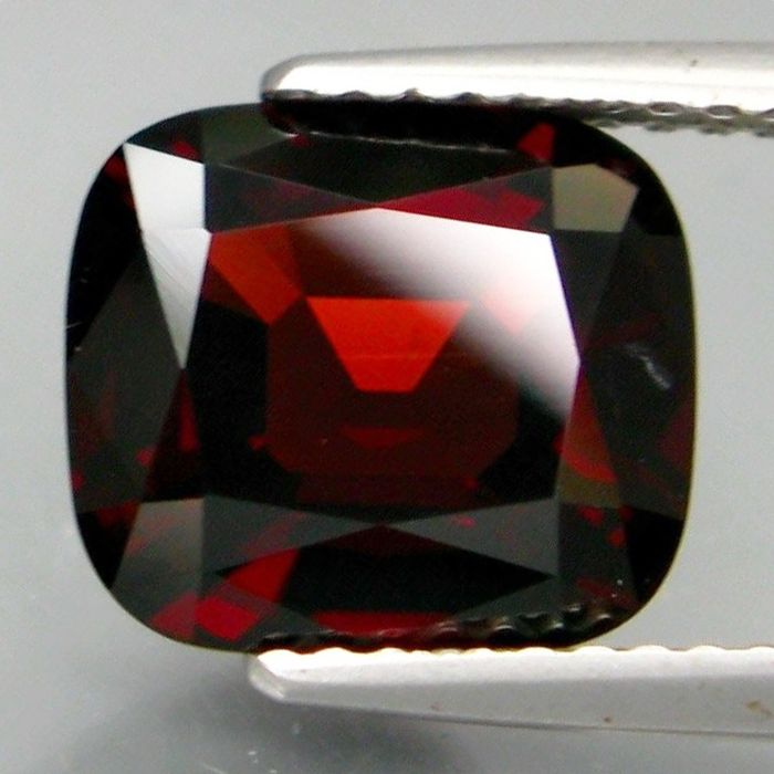 Donkerrood Spinel - 3.55 ct