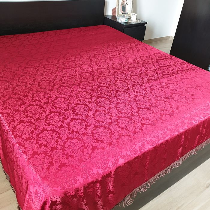 Italy. Precious double bed cover in cardinal red silk and Damascus fabric - Baroque - Silk