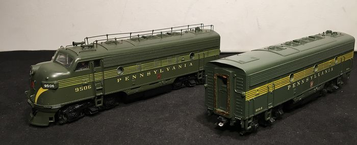 Athearn H0 - Diesel locomotive - 2 X powered F-7, A & B Unit - Pennsylvania Railroad