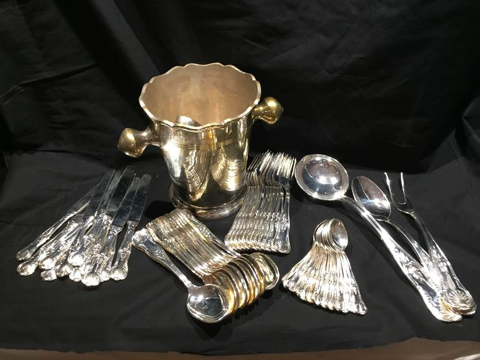Cutlery 51 pieces / ice box - Silverplate