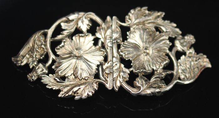 Victorian Foliate Belt Buckle - Silver plated