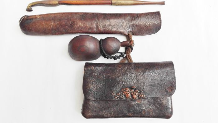 Original japanese  complete kiseru  set, with beautiful rabbit scenery - Leather, wood ,copper  - Japan - Late 19th/Early 20th century (Meiji period)
