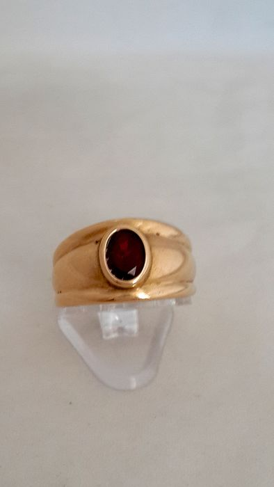Antiquaires Louvres - 18 kt. Yellow gold - Ring Ruby